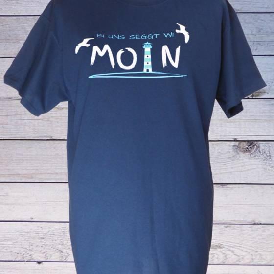 Maritimes Herren T-Shirt mit Spruch, norddeutsch blau 'bi uns seggt wi Moin' mit Leuchtturm und Möwen