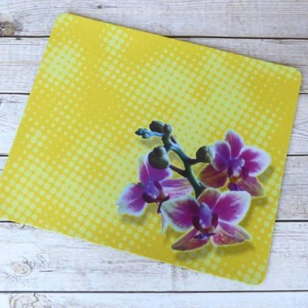 Gelb gepunktetes Mousepad mit Orchideen-Motiv