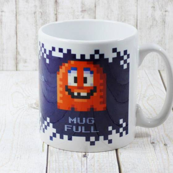 Lustiger Kaffeebecher im Pixel-Art Design