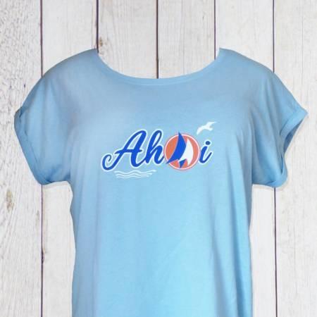 Damen Shirt hellblau maritim mit Ahoi, Segeln, Möwen und Wellen