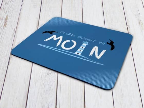 Mousepad maritimes Motiv mit Text auf Plattdeutsch: Bi uns seggt wi Moin