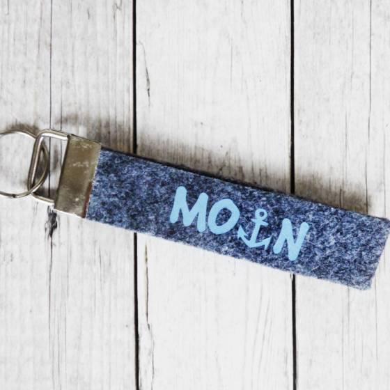 Schöner Schlüsselanhänger mit Moin Schriftzug und Anker-Symbol beidseitig bedruckt, aus 2-lagigem Filz